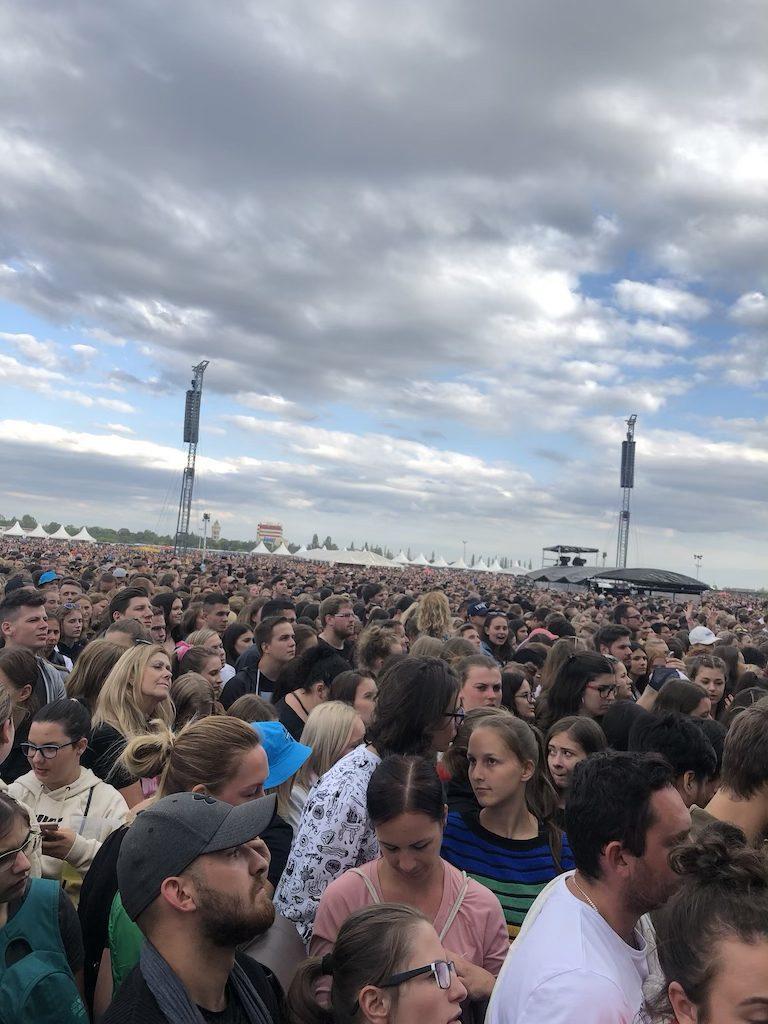 foto: 80 000 ludi na koncerte Eda Sheerana v Prahe