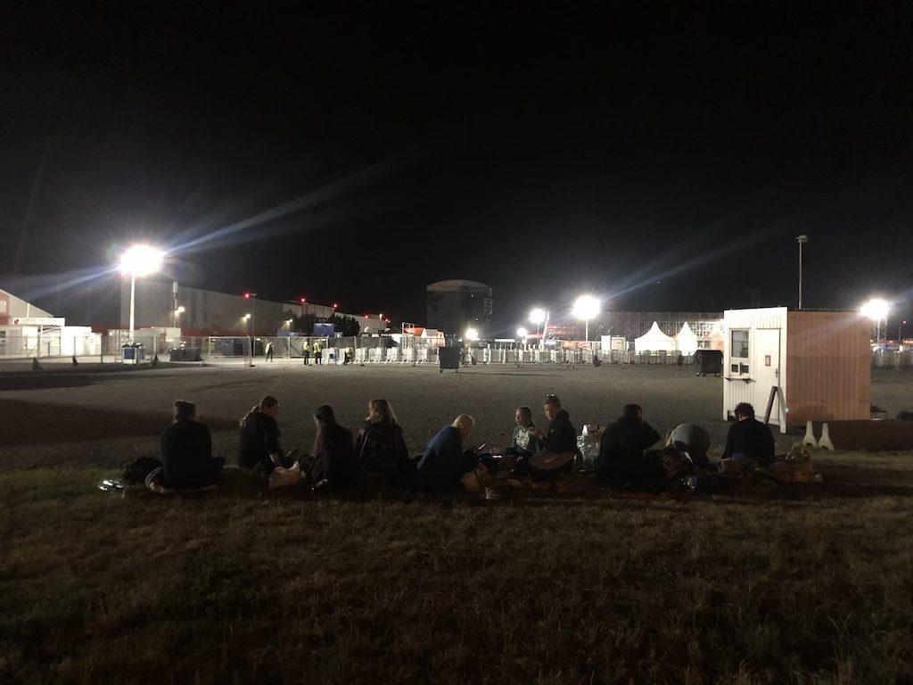 Letňany, Sobota večer o 23:36 a niekoľko bláznov čakajúcich na koncert Eda